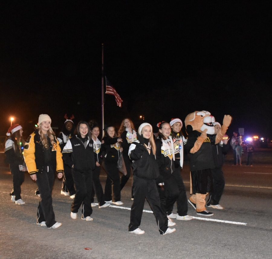 Lott's Annual Christmas Parade harolds in the Season